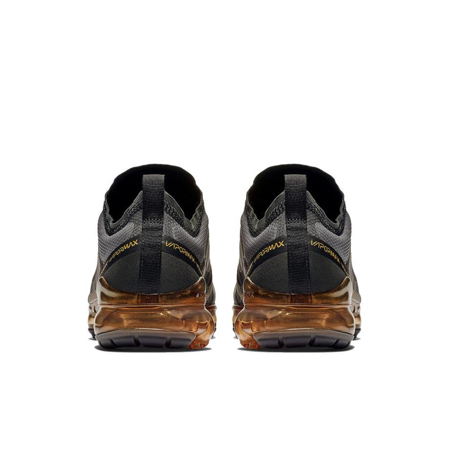 Nike Air VaporMax 2019 Sneakers Black / Metallic Gold